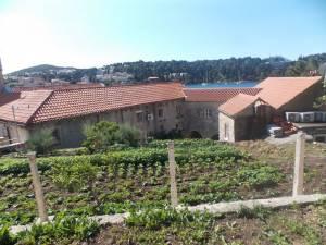 DSCN3950 300x225 - Kratka crtica o vrtu iznad franjevačkog samostana u Cavtatu