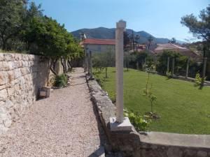 DSCN3959 300x225 - Kratka crtica o vrtu iznad franjevačkog samostana u Cavtatu