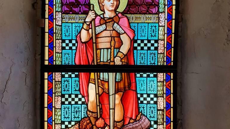 Postavljen restaurirani vitraj sv. Juraja