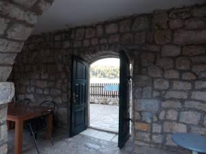 DSCN4011 300x225 - Samostan u početcima i danas
