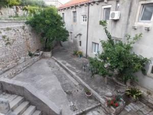 DSCN4018 300x225 - Samostan u početcima i danas