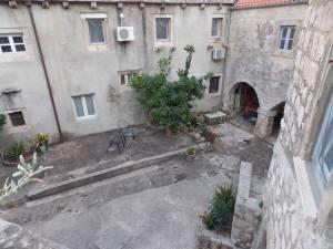 DSCN4042 300x225 - Samostan u početcima i danas
