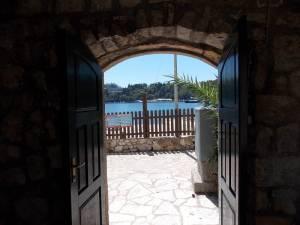 DSCN4044 300x225 - Samostan u početcima i danas