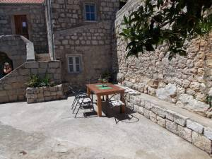 DSCN4051 300x225 - Samostan u početcima i danas